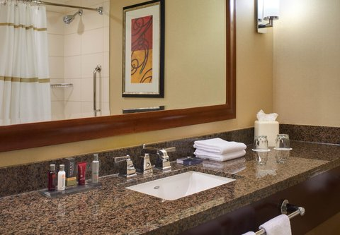 Chicago Marriott at Medical District/UIC - Guest Bathroom