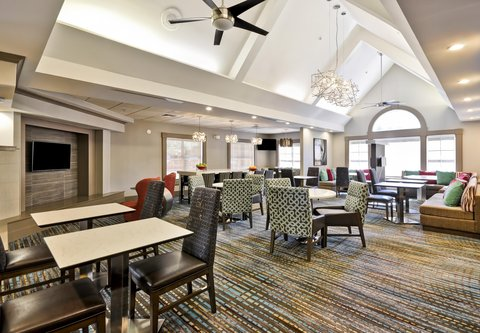 Residence Inn by Marriott Jacksonville Airport - Gatehouse Lobby - Seating Area