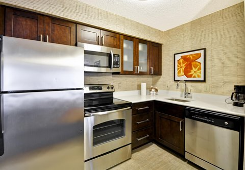 Residence Inn by Marriott Jacksonville Airport - Two-Bedroom Suite - Kitchen