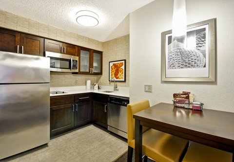 Residence Inn by Marriott Jacksonville Airport - Suite Kitchen