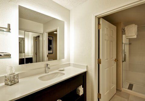 Residence Inn by Marriott Jacksonville Airport - Suite Bathroom