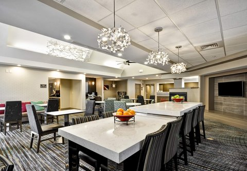 Residence Inn by Marriott Jacksonville Airport - Communal Table