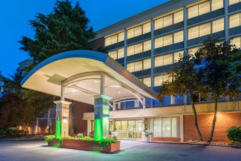 Holiday Inn CHARLOTTESVILLE-MONTICELLO - Hotel Exterior