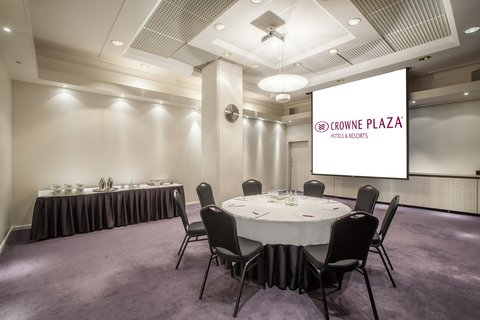 Crowne Plaza HELSINKI - Meeting room 5 at the Crowne Plaza Helsink features 50m2 space