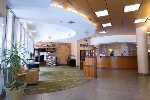 Holiday Inn GAINESVILLE-UNIVERSITY CTR - Front Desk