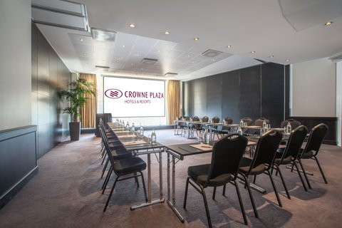 Crowne Plaza HELSINKI - Meeting room 15 next to the Banquet room can be connected to it