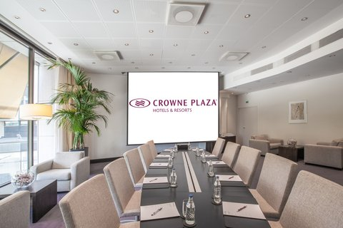 Crowne Plaza HELSINKI - Our stylish Boardroom is perfect meeting room up to 12 people