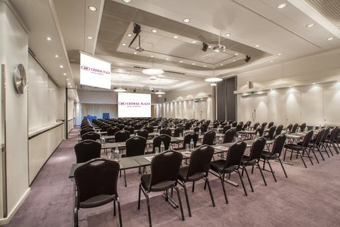 Crowne Plaza HELSINKI - Combining meeting rooms 1   2 gives you close to 300 m2 space