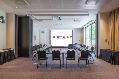 Crowne Plaza HELSINKI - Meeting rooms 10   11 can be set as single rooms or connected