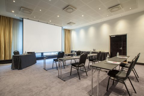 Crowne Plaza HELSINKI - Meeting room 10 with 50m2 space is for up to 60 people
