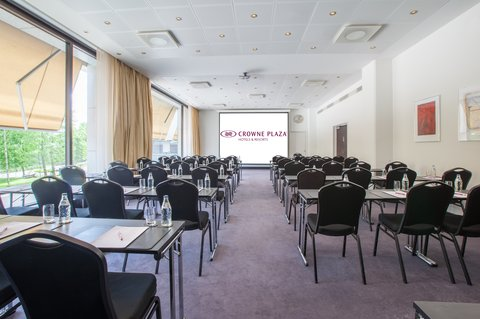 Crowne Plaza HELSINKI - Meeting room 14 inspires your team with nice view and day light