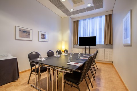 Crowne Plaza HELSINKI - Gather your team together and have a meeting up to 12 people