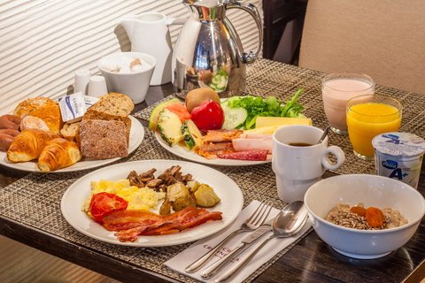 Crowne Plaza HELSINKI - Start your day with our delicious breakfast buffet at Macu