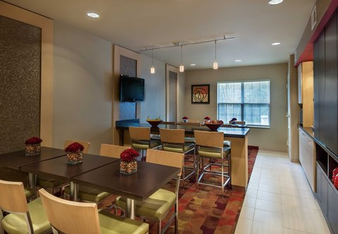 Towneplace Suites By Marriott Baton Rouge Hotel - Lobby Seating Area