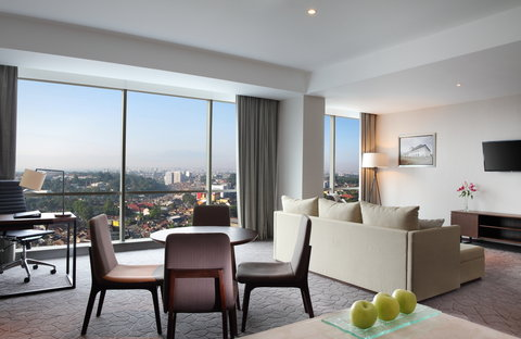 Crowne Plaza BANDUNG - Grand Suite - Living Room