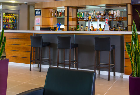Holiday Inn Express GLASGOW - CITY CTR RIVERSIDE - Enjoy a refreshing drink after a busy day sightseeing in Glasgow