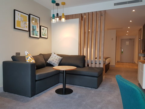Holiday Inn BIRMINGHAM CITY CENTRE - Relax in Style in one of Holiday Inn Birminghams New Junior Suites
