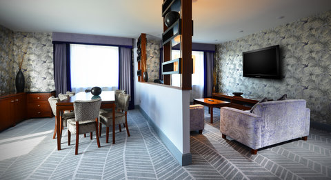 Crowne Plaza DUBLIN - NORTHWOOD - Living Area of One-Bed Suite