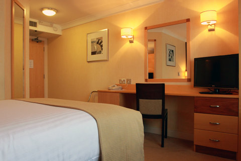 Holiday Inn A55 CHESTER WEST - Freeview TV with Sky Sports