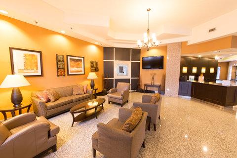 Holiday Inn Hotel And Suites Windsor Ambassador Bridge - Hotel Lobby