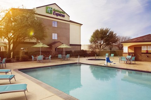 Holiday Inn Express & Suites DFW-GRAPEVINE - Exterior Feature