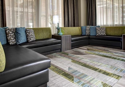 Residence Inn Cleveland Downtown - Lobby - Seating Area