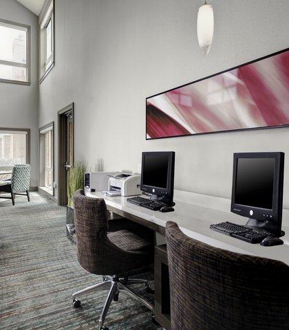 Residence Inn Cleveland Downtown - Business Center