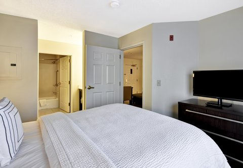 Residence Inn by Marriott Jacksonville Airport - One-Bedroom Suite - Sleeping Area
