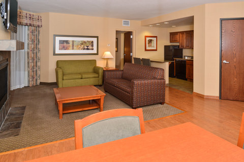 Holiday Inn Express & Suites ST. GEORGE NORTH - ZION - Living Room of 2 Bedroom Suite
