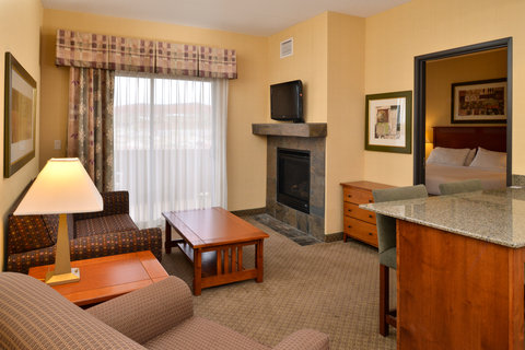Holiday Inn Express & Suites ST. GEORGE NORTH - ZION - 1 Bedroom Suite Living Room