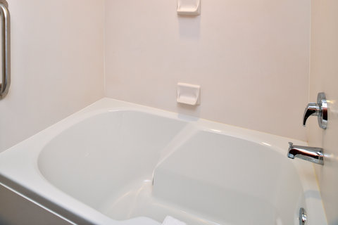 Holiday Inn Express & Suites ST. GEORGE NORTH - ZION - Guest Bathroom