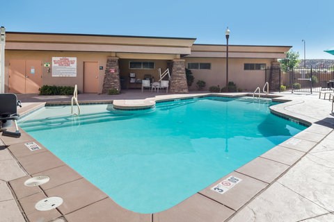 Holiday Inn Express & Suites ST. GEORGE NORTH - ZION - Refreshing Swimming Pool