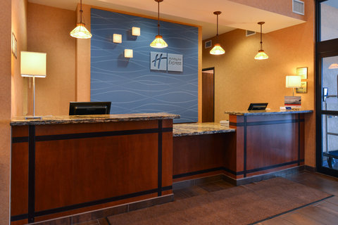 Holiday Inn Express & Suites ST. GEORGE NORTH - ZION - Welcoming Front Desk