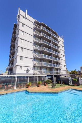 Metro Apartments Gladstone - Outdoor Swimming Pool