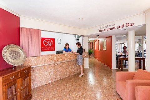 Metro Apartments Gladstone - Hotel Reception