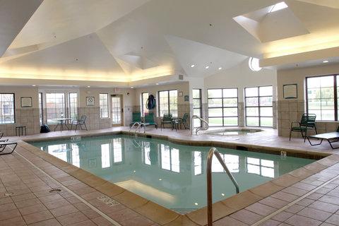 Staybridge Suites AURORA/NAPERVILLE - Pool View