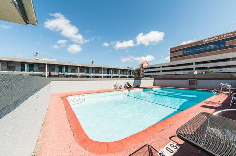 罗德威大学酒店 - Pool