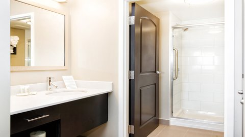 Staybridge Suites WEST EDMONTON - Guest Bathroom