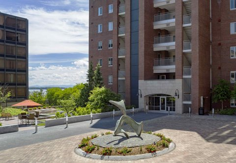 Courtyard By Marriott Burlington Harbor Hotel - Entrance