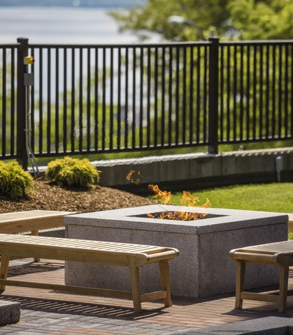 Courtyard By Marriott Burlington Harbor Hotel - Fire Pit