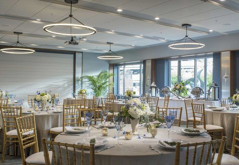 Courtyard By Marriott Burlington Harbor Hotel - Harbor Room - Social Setup