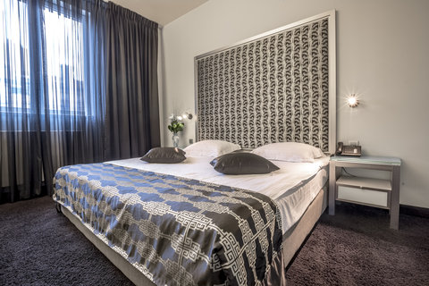 Central Hotel - Guest Room