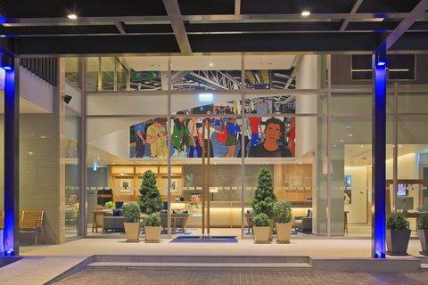 Holiday Inn Express Bangkok Sathorn - Holiday Inn Express Bangkok Sathorn Exterior Feature