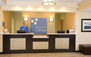 Lobby - Holiday Inn Express Hotel & Suites Cherokee