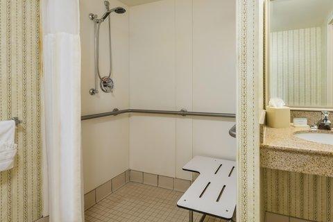 希爾頓黑得希爾頓花園酒店 - Roll-in Shower