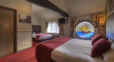 Himley House Hotel by Good Night Inns - Executive Family Room