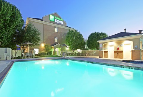 Holiday Inn Express & Suites DFW-GRAPEVINE - Swimming Pool