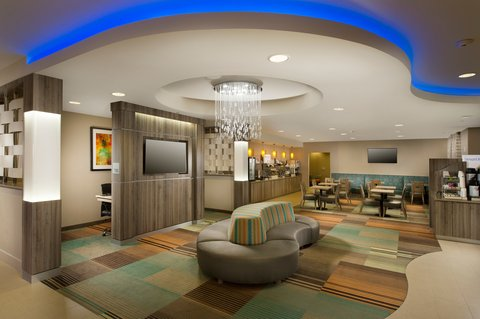Holiday Inn Express & Suites DFW-GRAPEVINE - Hotel Lobby