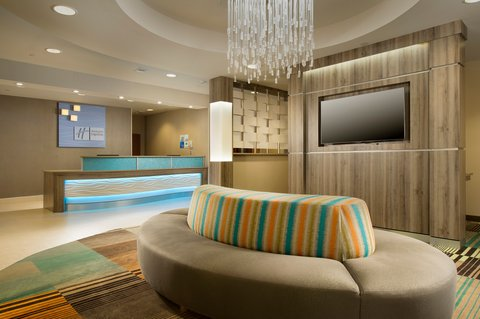 Holiday Inn Express & Suites DFW-GRAPEVINE - Front Desk
