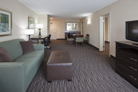 Holiday Inn Express & Suites WILLMAR - Deluxe King Suite Living Room